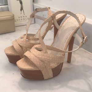 Alice and olivia size 37 tan sandals